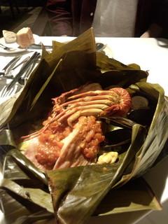 金目鯛と伊勢海老のバナナ皮蒸し.jpg