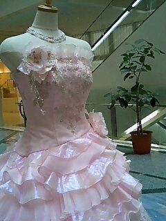 ロビーの春ドレス.jpg