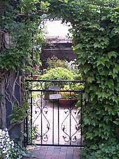 English Garden 緑のゲート.jpg
