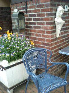 English Garden 青い椅子.jpg