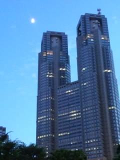 新宿の月.jpg